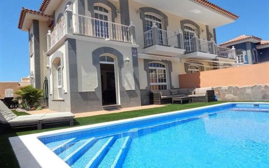 Luxury villa in Madronal