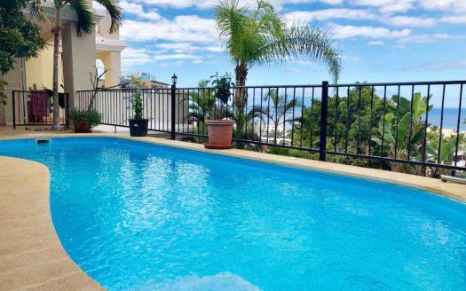 Просторный апартамент с бассейном