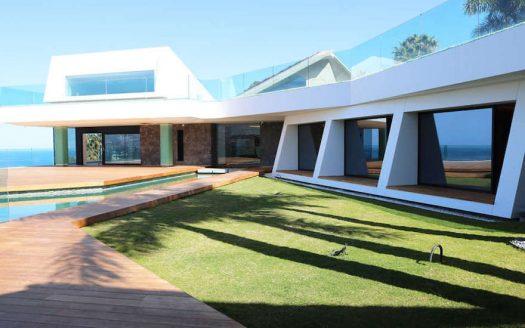 Luxury villa on the first line